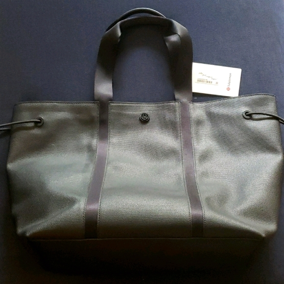Lululemon Day Out Tote 16L